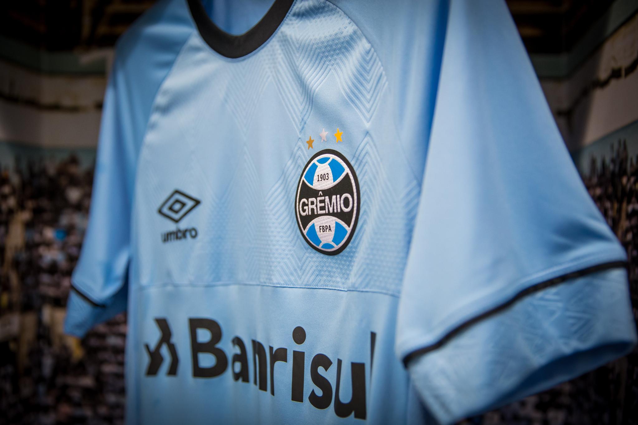 77cd8a7bbee06 Grêmio e Umbro apresentam a nova camisa oficial de jogo do Tricolor