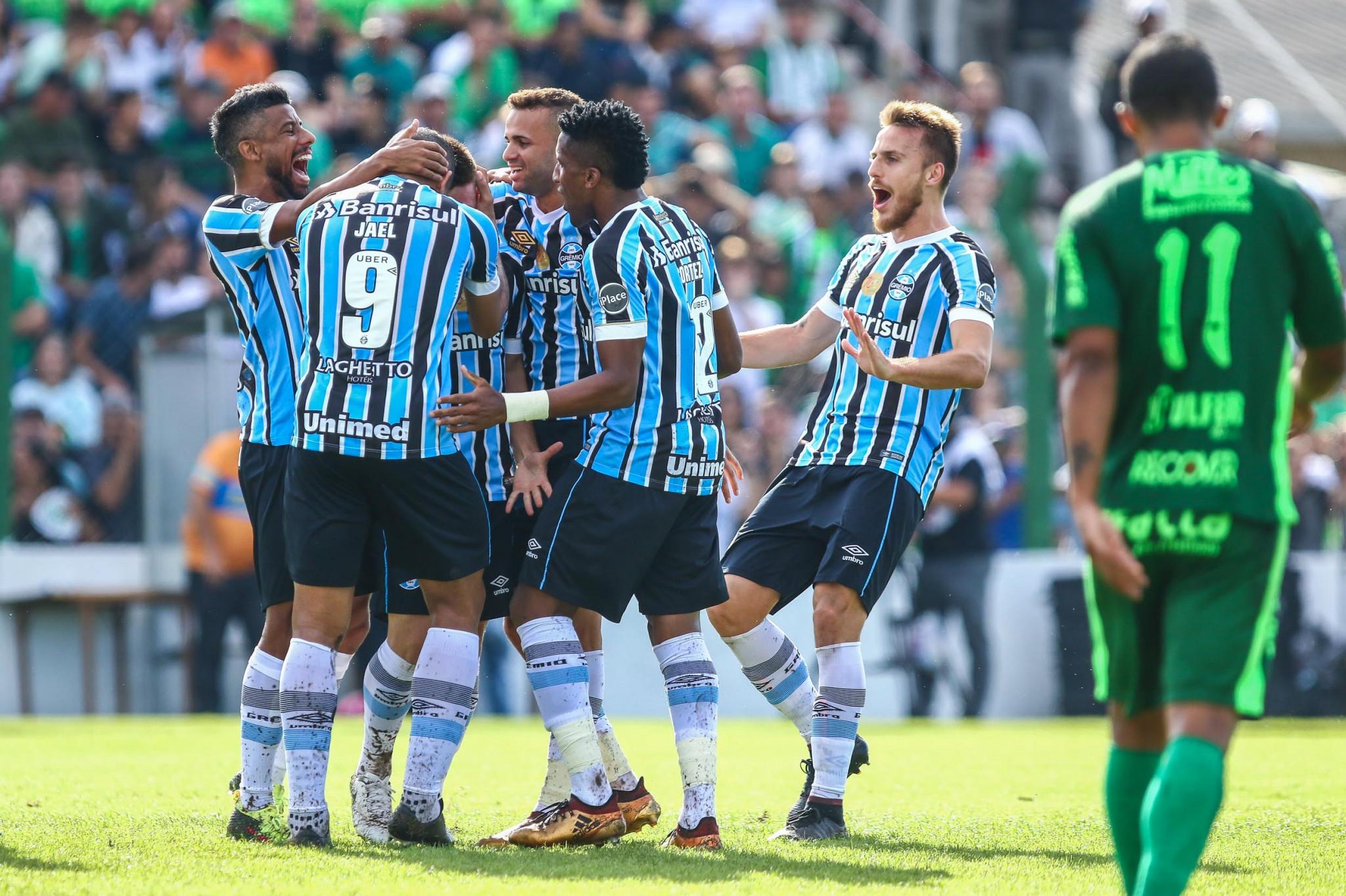 1d627dc237685 Grêmio goleia o Avenida e constrói vantagem para o jogo de volta