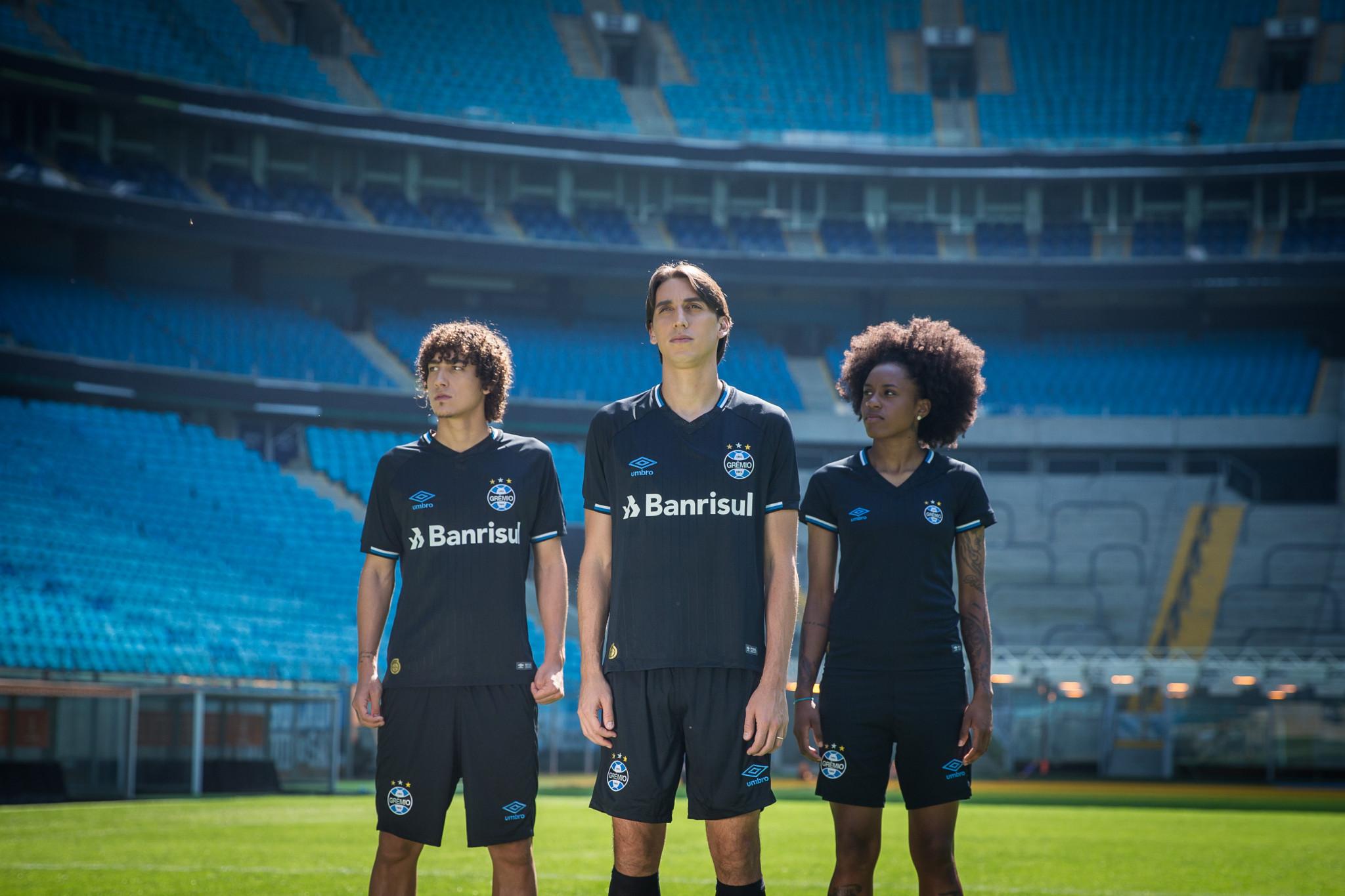 e33451259863b Grêmio lança terceiro uniforme na festa de 115 anos